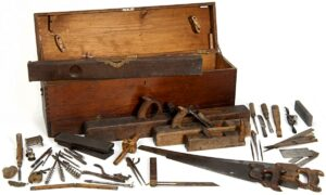 https://commons.wikimedia.org/wiki/File:Minnesota_State_Capitol_Woodworkers_Toolbox_Historical_Society.jpg